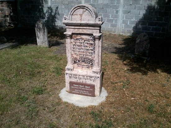 Zemun, Serbie : Grave of Theodor Herzl's grandfather