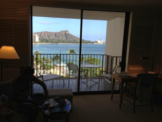 Halekulani Hotel: view from the bed- wake up to this view!!
