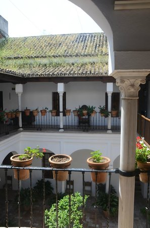 Las Casas de la Juderia: Court off rooms