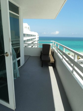 Fontainebleau Miami Beach: view of the ocean from our room!
