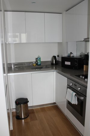 Hayes, UK: 1 Bdrm Apt - the kitchenette