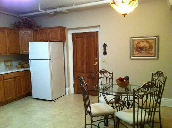 Paducah, KY: Room 112a; kitchen
