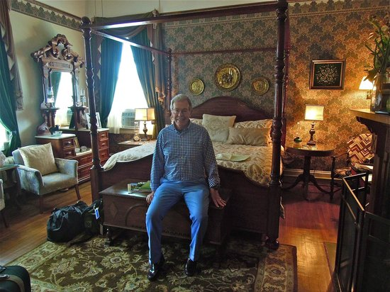 The Reynolds Mansion: The Linda Room
