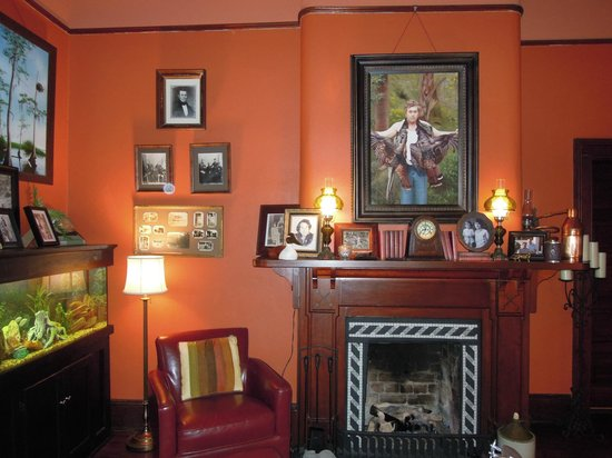 The Reynolds Mansion: Reception area/sitting room