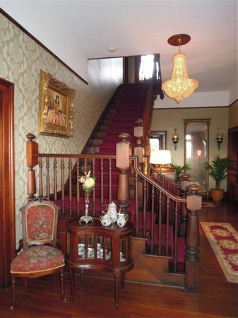 The Reynolds Mansion: Stairway to the second floor