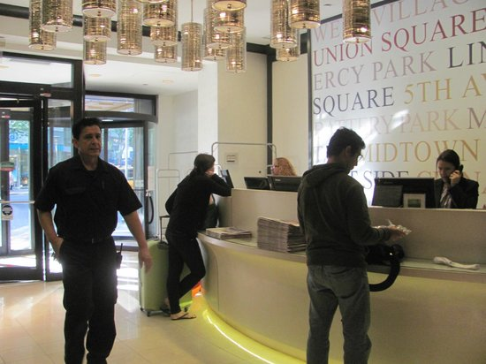 Courtyard by Marriott New York Manhattan / Midtown East: RECECION RENOVADA