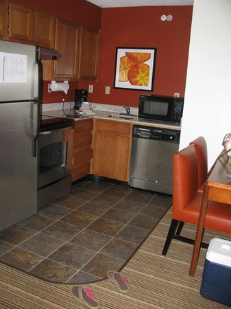 Richardson, TX: Well appointed kitchenette