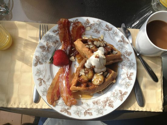 Canandaigua, NY: An example of a delicious breakfast served at the Chalet