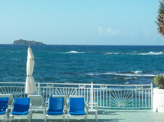 Oyster Bay Beach Resort: a view from the pool
