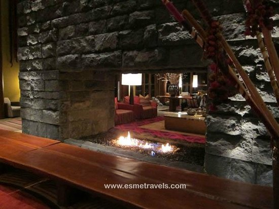 ‪‪Tambo del Inka, a Luxury Collection Resort & Spa‬: Great Fireplace in the Lobby‬