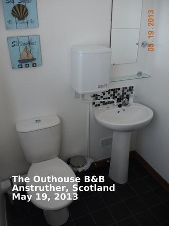 Anstruther, UK: Bathroom with Shower