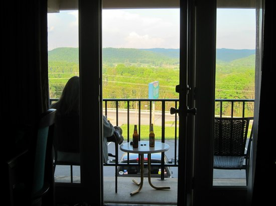 Alpine Lodge & Suites: View from the room onto the balcony and beyond