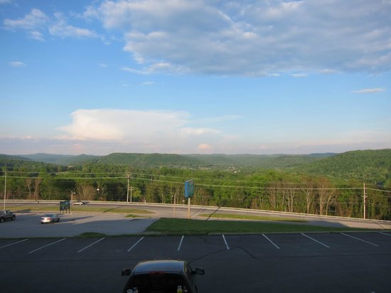 Cookeville, Теннесси: Looking east over the Cumberland from our balcony