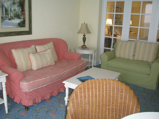 Pelican Grand Beach Resort: Sitting room portion of suite overlooking adjoining deck with ocean view.