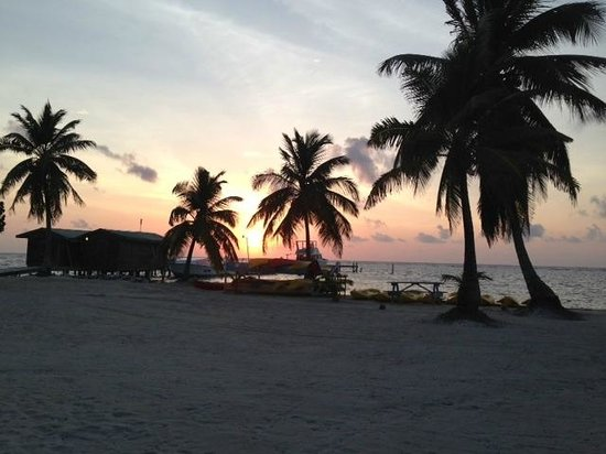 Turneffe Islands, Belize: Sunrise view from room