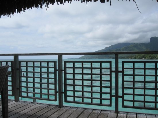 Hilton Moorea Lagoon Resort & Spa: View from deck of bungalow 73