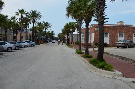 Neptune Beach, FL: down one of the streets