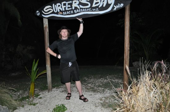 Silver Point Hotel: Surfer's Bay bar that we highly recommend :)