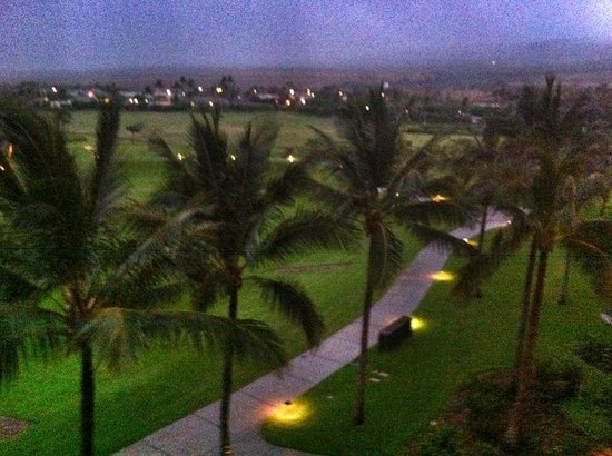 Kaanapali Alii: View of grounds at night