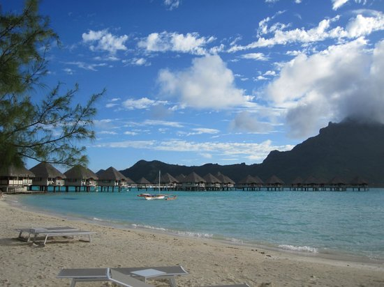Le Meridien Bora Bora: The beach