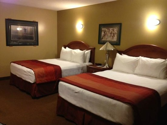 BEST WESTERN Sicamous Inn: Main bedroom area
