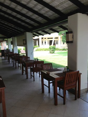 Aonang Villa Resort: Breakfast area