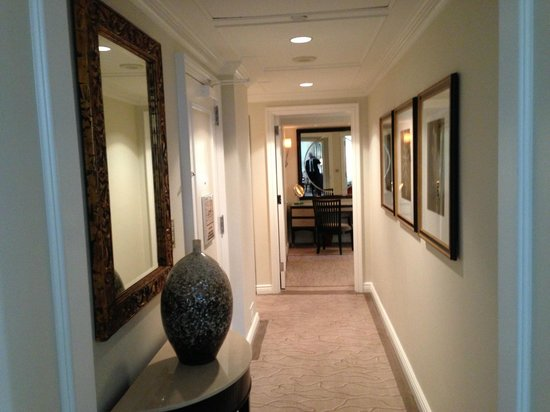 The Peninsula New York: Hallway view from living room towards bedroom