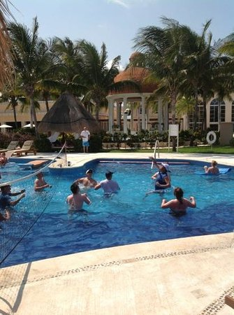 Excellence Riviera Cancun: volley ball in the main pool