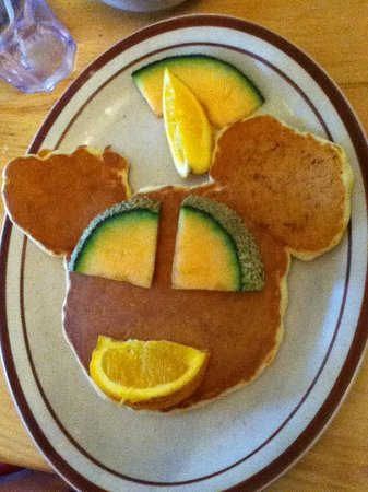 Wakefield, Canadá: Kids pancake breakfast at the Alpengruss cafe