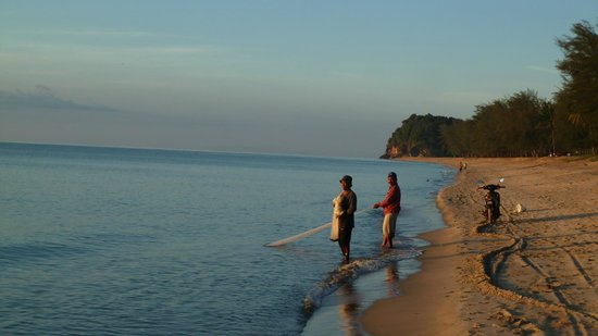 Club Med Cherating Beach: Local fishermen