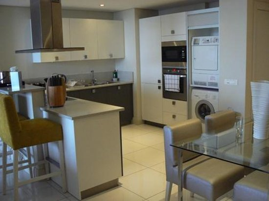 Lawhill Luxury Apartments: Full modern kitchen