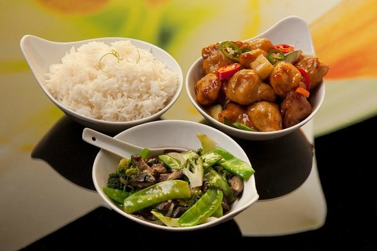 Albany, Australie : Mains - Steamed Jasmine Rice, Plum & Chilli Pork & Broccoli & Oyster sce Stirfry.