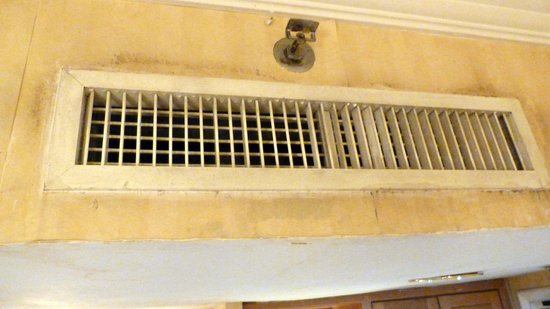 Merdeka Palace Hotel: The Air conditioner