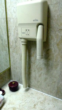 Merdeka Palace Hotel: Broken hair dryer.
