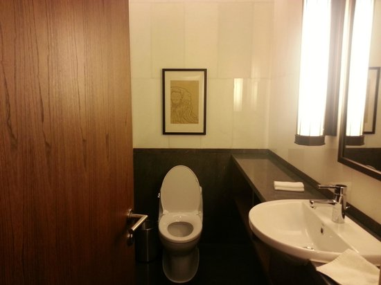 The Westin Xi'an: The toilet