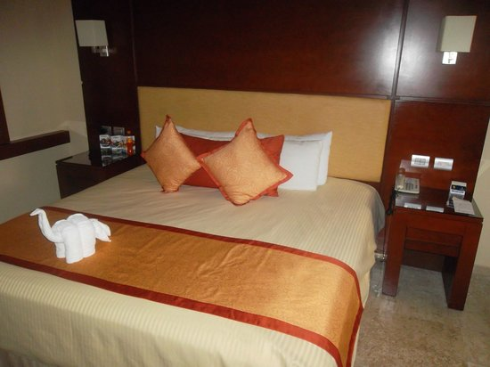 ‪‪Grand Riviera Princess All Suites Resort & Spa‬: Bed‬