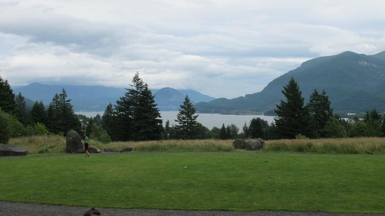 Skamania Lodge: Lodge's view of the Columbia River