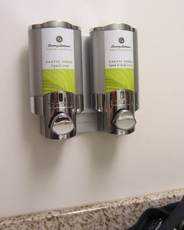 University Inn Seattle: Liked the Tommy Bahama liquid soap and lotion in the bathroom.