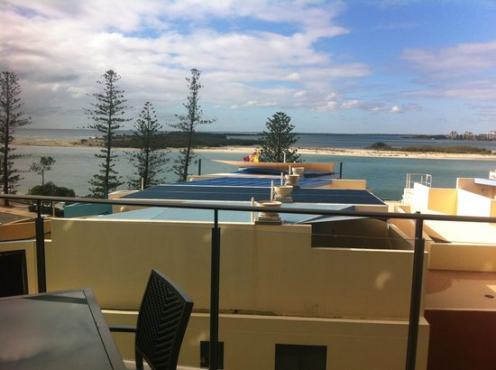 Caloundra, Australia: From level 5 room-try higher if you want fab views