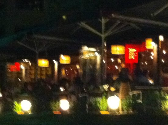 Glyfada, Grecia: Garden by night