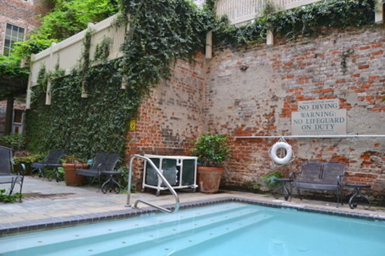 Country Inn & Suites New Orleans: Small, warm pool