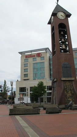 Hilton Vancouver Washington: Hilton from the City Plaza