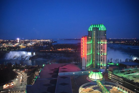 Hilton Hotel and Suites Niagara Falls / Fallsview: Night view