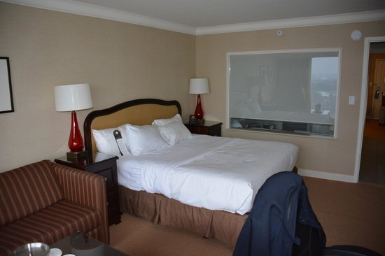 Hilton Hotel and Suites Niagara Falls / Fallsview: Room