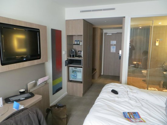 Novotel London Tower Bridge: Modern room