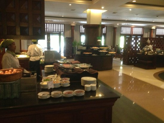 Borei Angkor Resort & Spa: breakfast time huge area picture does not take all