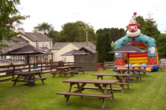 Kendal, UK: Beer Garden & Bouncy Castle