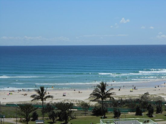 Outrigger Twin Towns Resort: Lots of rooms have view of Greenmount Beach at Coolangatta