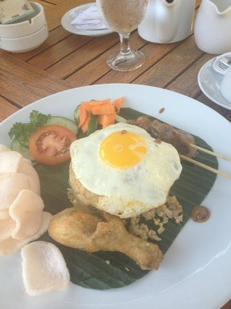 Mutiara Bali Boutique Resort & Villas: Yummy Nasi goreng!