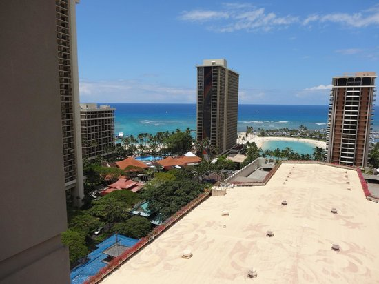 Hilton Grand Vacations Suites at Hilton Hawaiian Village: view from balcony